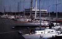 На флагштоках Центрального яхт-клуба флаги ПНР, Финляндии, СССР