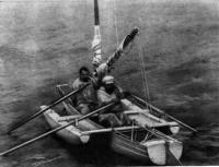 На веслах могут с полной отдачей работать два гребца