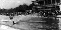 Общий вид спортклуба «Айя» во время воднолыжных соревнований