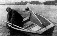 Остойчивость лодки демонстрирует ее конструктор В. Ломакин