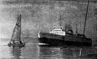Парусник на пути большого судна