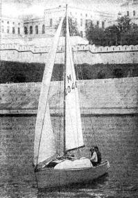 Переделанная яхта под парусами