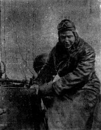 После боевого похода. С «ТКЛ-111» сходит на пирс Б. П. Ущев