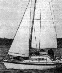 Построенная яхта на воде