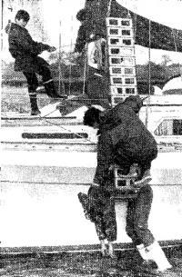 Применение лестницы Язона для подъема человека на болт яхты