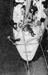 Проверка аварийного руля. Снимок сделан с борта траулера «Орь»