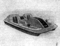 Рис. 4. Стеклопластиковыи педальбот — новый вариант пляжного водного велосипеда