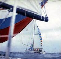 Рижская яхта «Вилис Лацис» под полными парусами обходит «Балтик-Дружбу»