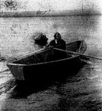 С одним гребцом новая лодка очень легка на ходу
