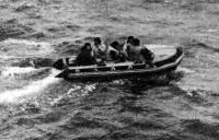 Шлюпка «Орион-301» на воде с пассажирами