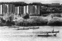Соревнования на гребных судах на речке