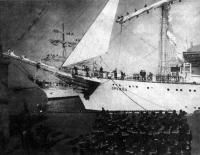Старый и новый черноморские парусники входят в Одессу
