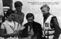 Тренер ДЮСШ В. Л. Манджинский с командой