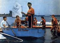 Тренер М. Байтемиров проводит занятия с начинающими яхтсменами
