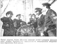 Третий штурман Георги Димитров знакомит гостей