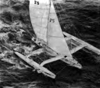 Тримаран «Умупро Жардин V» в океане
