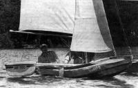 Тримаран «Вьюн» под парусами
