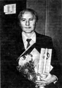Васил Куртев во время награждения почетным дипломом и памятным призом
