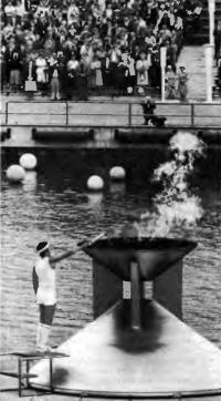 Вайко Вооремаа зажигает огонь XXII Олимпиады