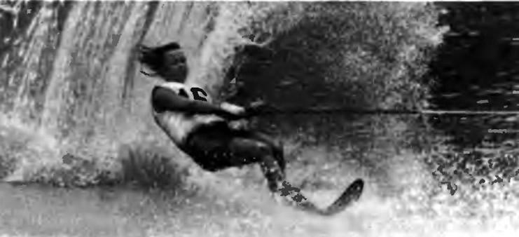 Воднолыжник на дистанции. Фото Р. Балмена (Великобритания)