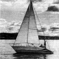 Яхта «Чемпион» на воде