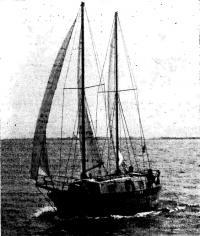 Яхта «Емеля» на воде