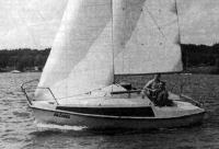 Яхта класса «Микро» на ходу