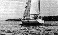 Яхта «Радуга» под парусами