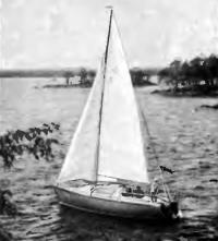 Яхта «Родшер» под парусами