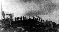 Яхтсмены на подходе к памятнику погибшим подводникам-североморцам