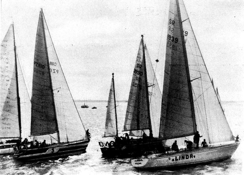 Яхты I зачетной группы выходят на старт очередной гонки