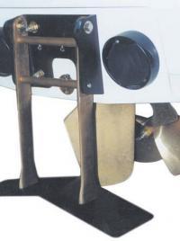 7. Откидное подводное крыло на катере-буксировщике