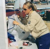Анна Басалкина за подготовкой лодки
