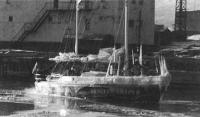 «Апостол Андрей» во время стоянки в порту Тикси