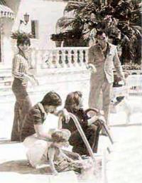 Аронау с первой женой Ширли и детьми