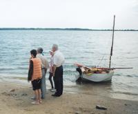 Бот «Вилли» у берега