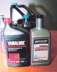 Бутылки с моторным маслом