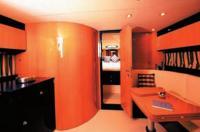 Центральный салон катера «Sarnico 43»