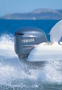 Четырехтактный мотор «Yamaha» на транце