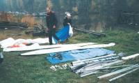 Детали катамарана выложены из мешков