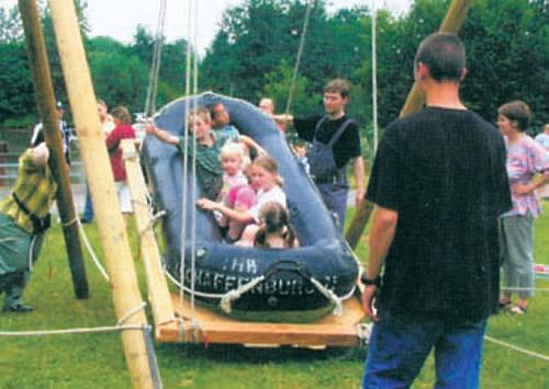 Детские качели из надувной лодки