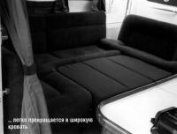 Диван легко превращается в широкую кровать