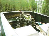 Двигатель под открытым капотом