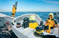 Экипаж яхты во время первого выхода
