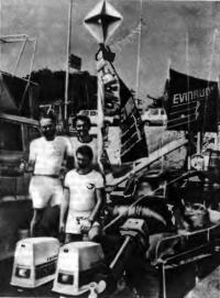 Эл Гровер с сыновьями и парой надежных «Эвинрудов»