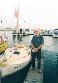 Евгений Гвоздев возле яхточки «Саид»