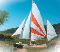 Фото лодки Простор с парусами
