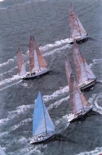 Фото с вертолета на красивые яхты-участницы гонки