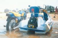 Гидроцикл у берега, вид сзади