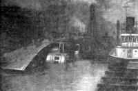 Истленд после опрокидывания. Фото из книги Д. Эйдельмана SOS